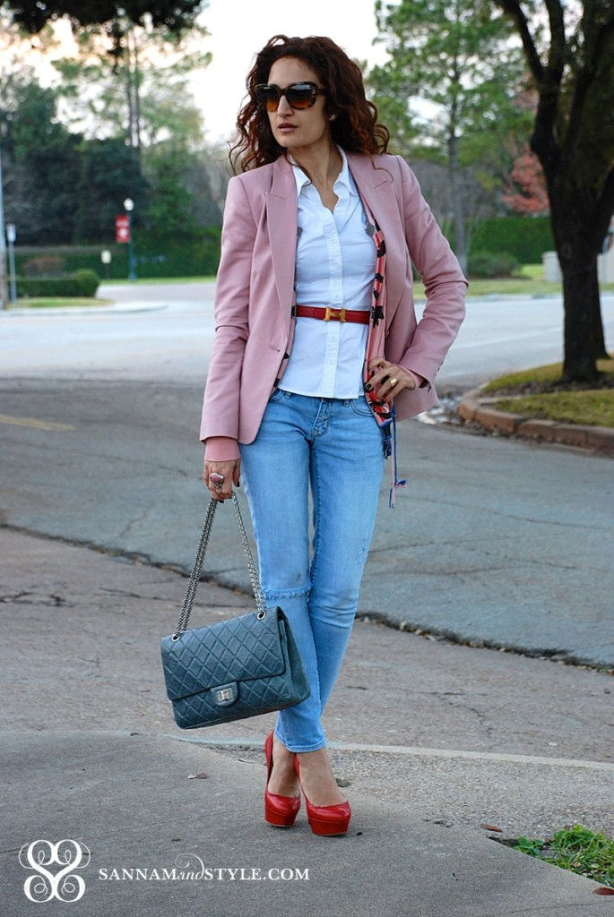 pink blazer, how to style pink blazer street style, chic accessories, casual chic outfit