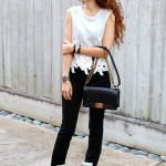 Casual Travel Style – Crop Top & Wedge Sneaker