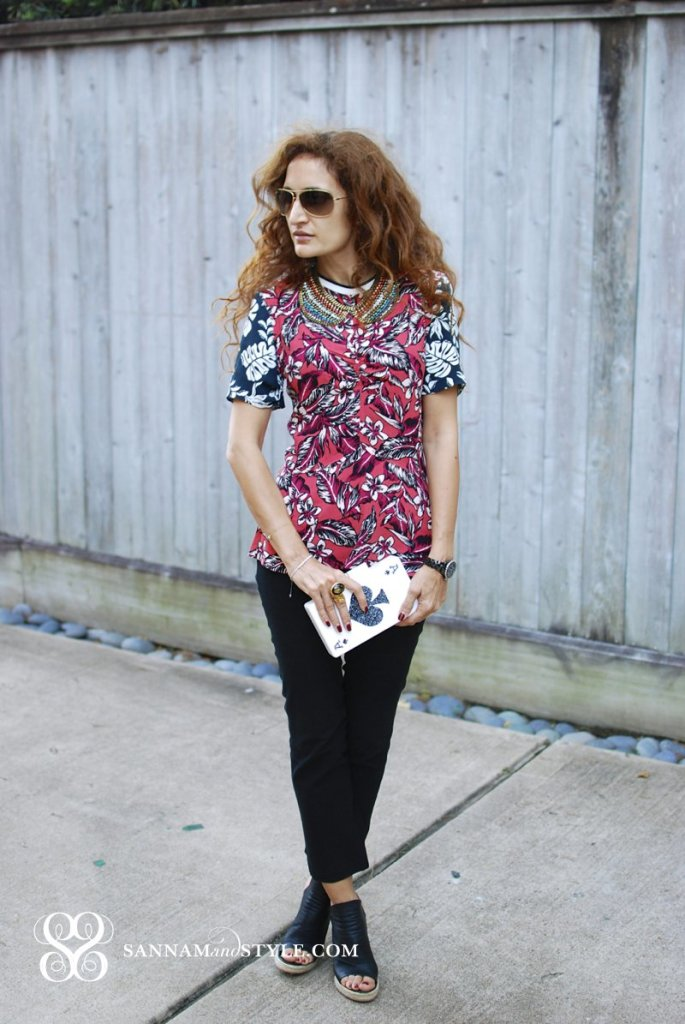 #UraniaGazelli lucite clutch ace of spades clutch whimsy accessories zaraq tropical printed top gap pants danni jo necklace bib necklace fun colors chic casual style houston fashion blogger street style