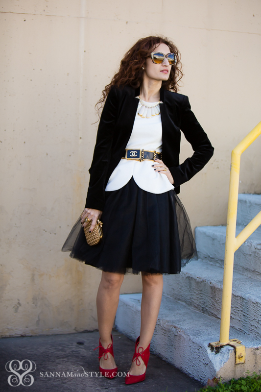 tulle skirt street style houston fashion blogger holiday outfit ideas chic holiday look fall trend tulle trend vintage chanel velvet blazer