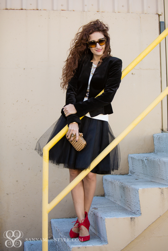 tulle styled black tulle sort how to wear a black tulle skirt how to wear a tulle skirt tulle trends fall tend what to wear to a holiday party houston fashion blogger