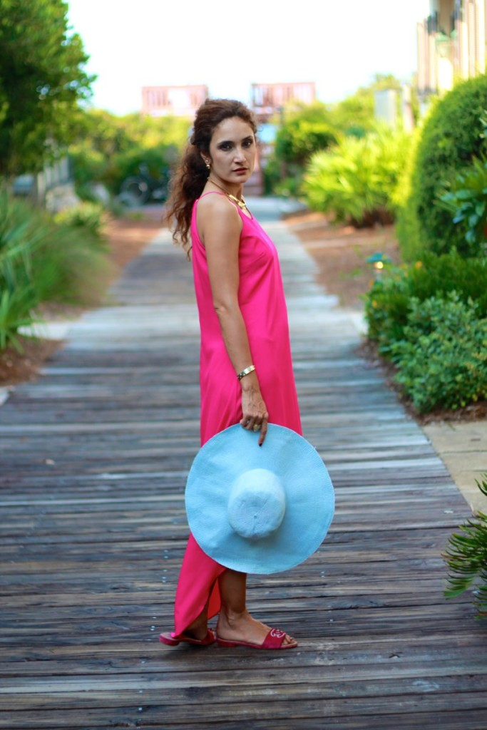 beach style old navy pink maxi what to wear to a beach vacation chanel pink flats how to wear pink and blue together floppy hat gold collar necklace summer trends