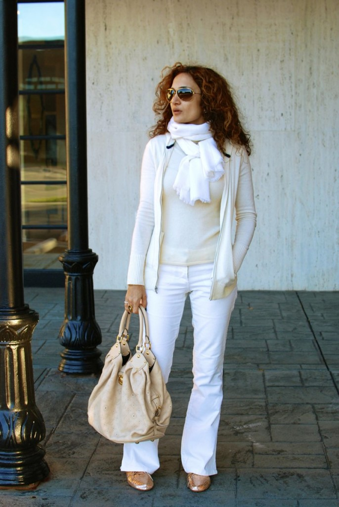 how to wear white for winter houston blogger casual style cashmere whote hoodie louis vuitton big bag