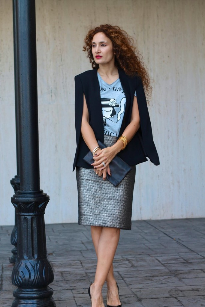 sexy pencil skirt houston fashion blogger bold red lips coco chanel T shirt louboutin black stilettos itsbanana