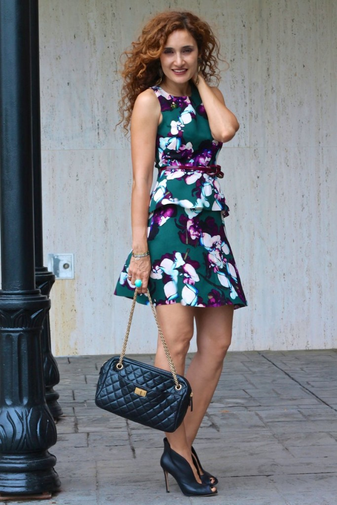 floral dress chic style curly hair petite fashion blogger cartier love bracelet