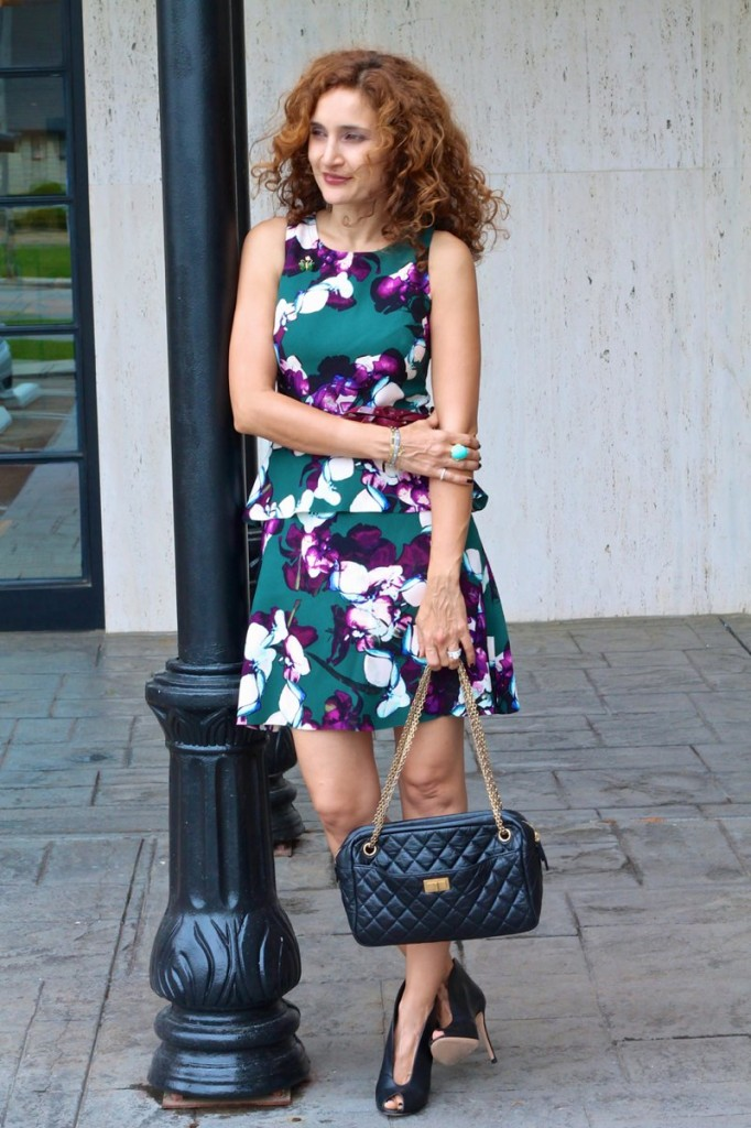 floral dress spring fashion 2016 curly hair perfect curls how to wear floral for spring bold patterns banana republic cartier love bracelet
