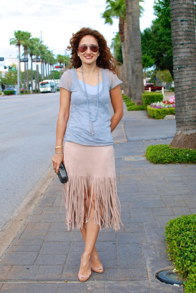 fringe trend fashion spring trends casual chic outfit ideas pink and gray outfit girly outfit houston fashion blogger petite blogger curly hair
