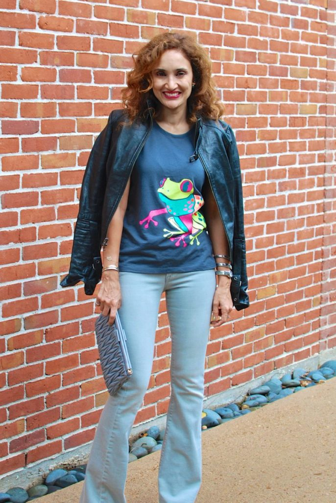 gray flare jeans casual style tshirt and jeans outfit frog tshirt miu miu clutch houston fashion blogger petite blogger curly hair