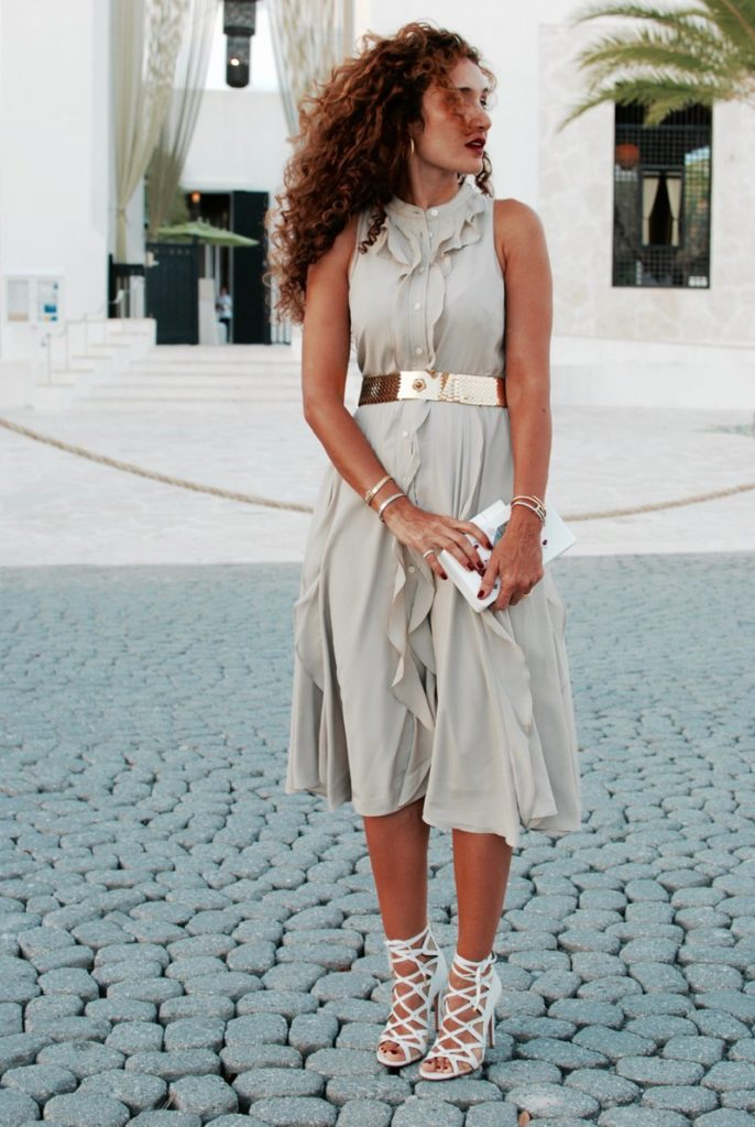 midi dress versatile dress petite blogger neutral outfit what to wear on date night beach vacay beach style curly hair aquazzura lace ups feminine and flirty style BRstyle itsbanana