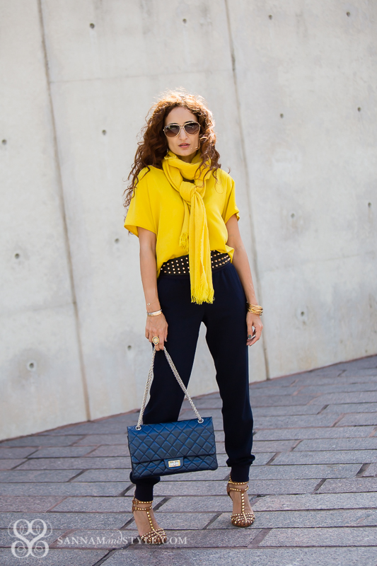 petite blogger chic casual style curly hair