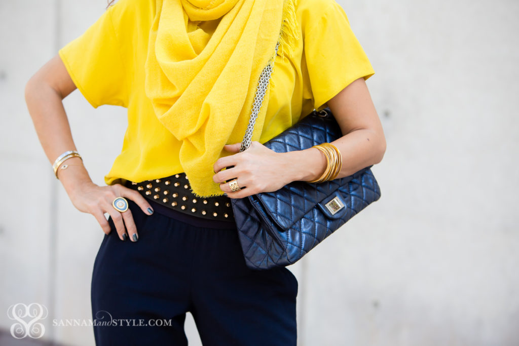 how to wear a scarf 5 ways to wear a scarf blue joggers casual chic look what to wear on a first date chanel bag