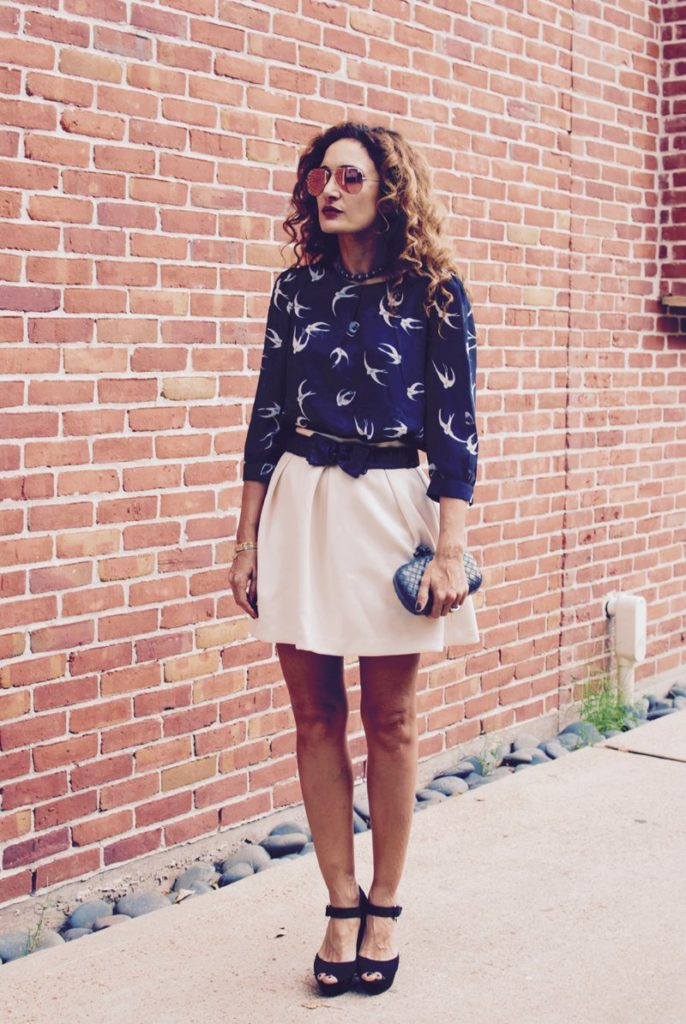 pink ray ban sunglasses pearl choker bottega veneta knot clutch petite blogger fall trends curly hair