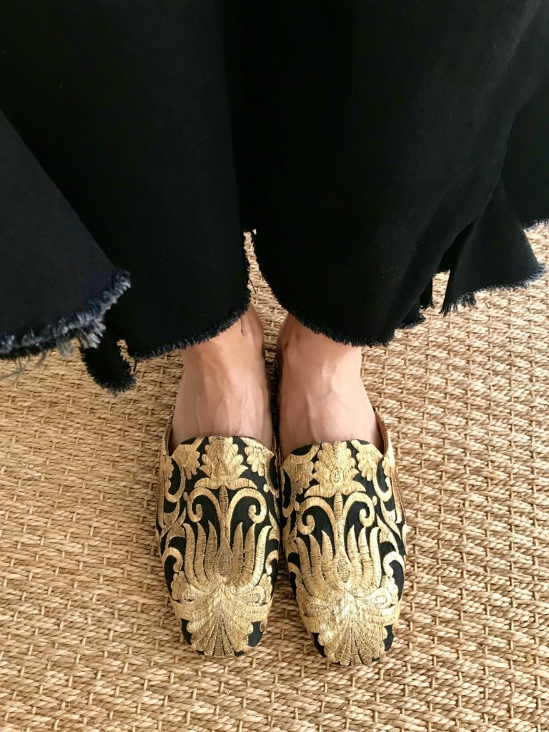 chic flats desi flats indian shoes western style fashion blogger flat mule trend